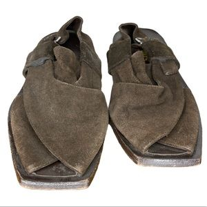 BOOTS Sup. Executive Suede Sandals